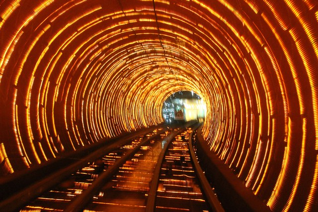 Statia Bund Sightseeing Tunnel, Shanghai, China 2