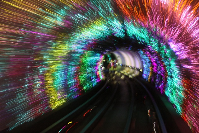 Statia Bund Sightseeing Tunnel, Shanghai, China 3