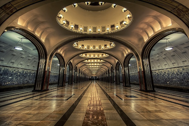 Statiile Kievskaya, Mayakovskaya si Park Pobedy, Moscova, Rusia 2